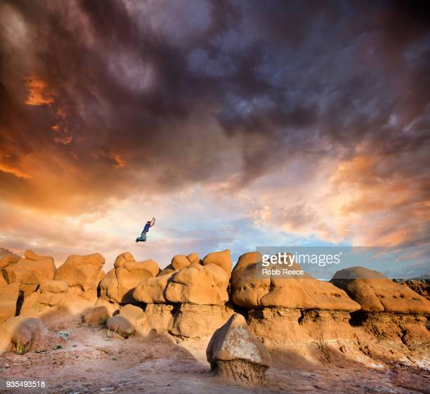 a man doing parkour on rocks in the desert - robb reece bildbanksfoton och bilder