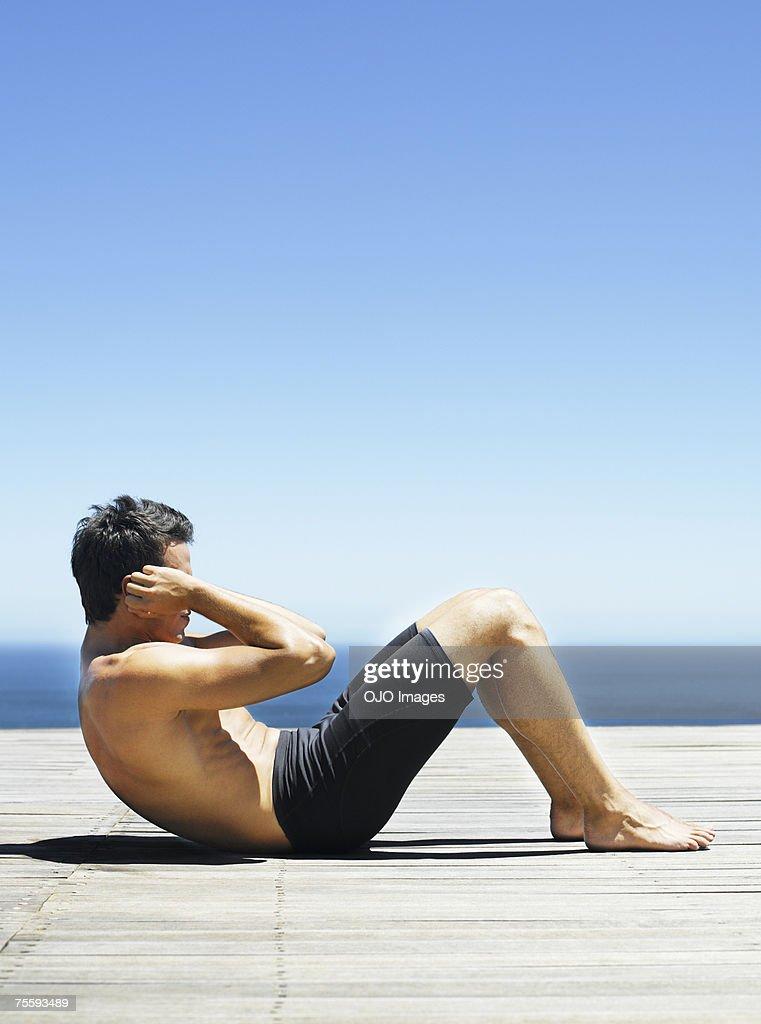 Man doing sit-ups : Stock Photo