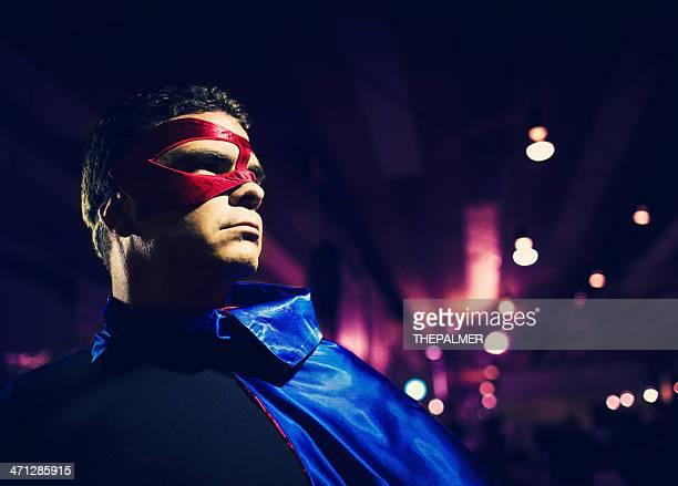 hombre vestido como superhéroe - mid adult men fotografías e imágenes de stock