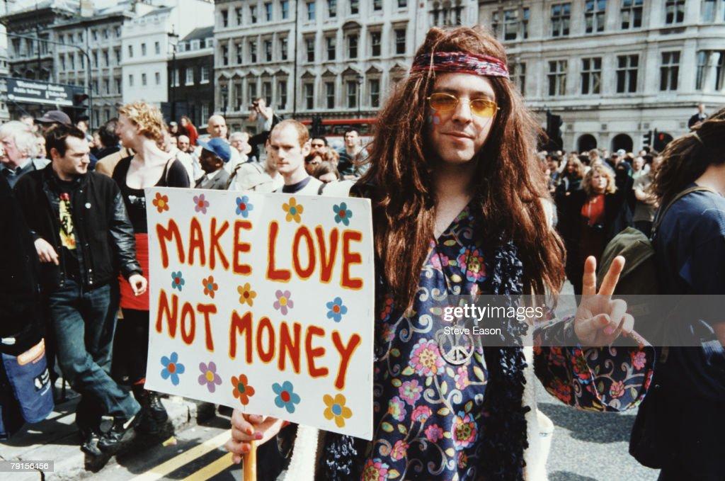 Hippy Protestor : News Photo