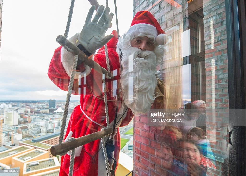 GERMANY-CHRISTMAS-OFFBEAT : News Photo
