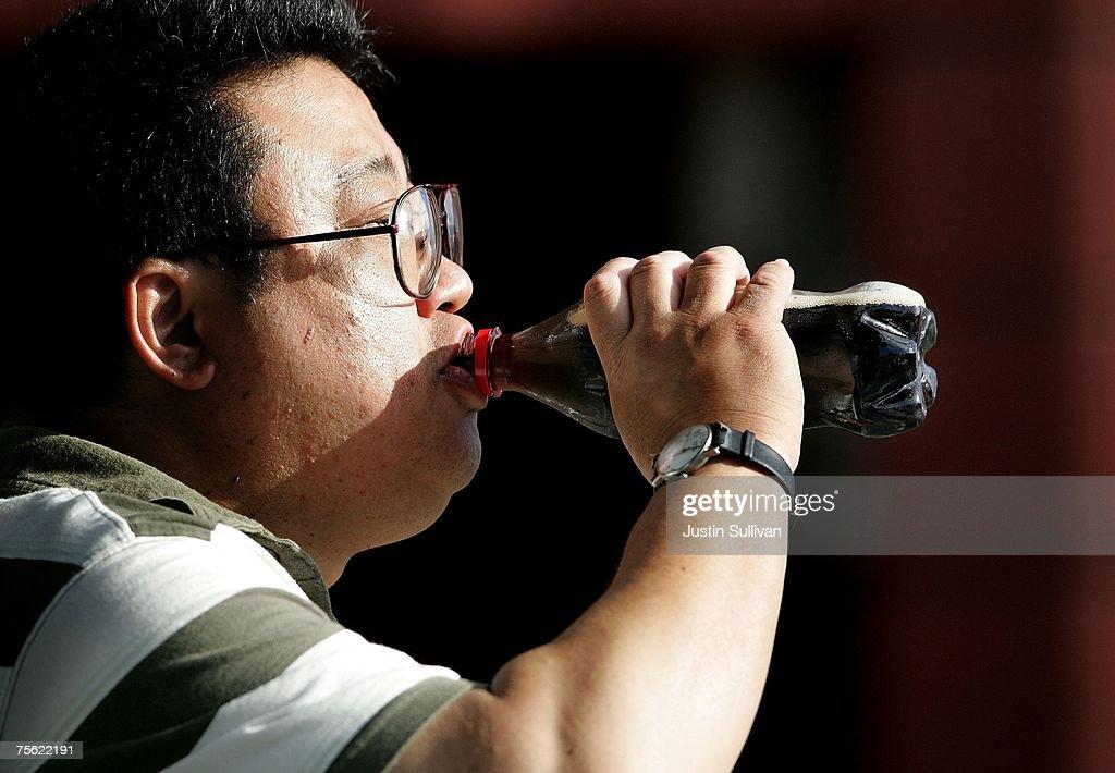Diet Sodas May Create Same Heart Attack Risk As Regular Sodas : News Photo