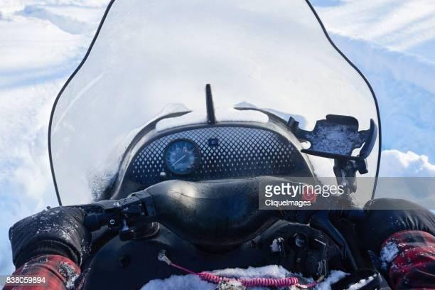 man driving snowmobile - cliqueimages stockfoto's en -beelden