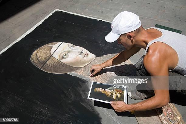 man drwing with caulk on sidewalk - arte, cultura e spettacolo foto e immagini stock