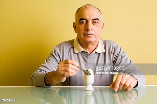 Man eating egg