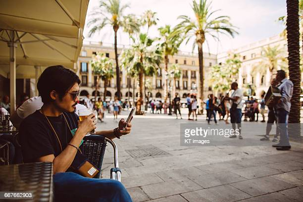 man enjoying drink at a city square - the ramblas stock pictures, royalty-free photos & images