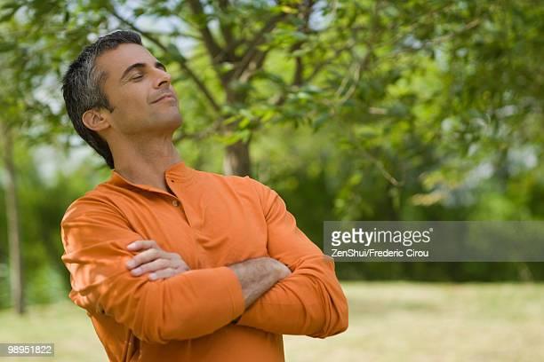 man enjoying fresh air outdoors - 頭をそらす ストックフォトと画像