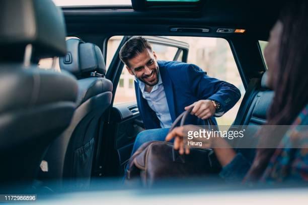 man entering a car - entrar imagens e fotografias de stock