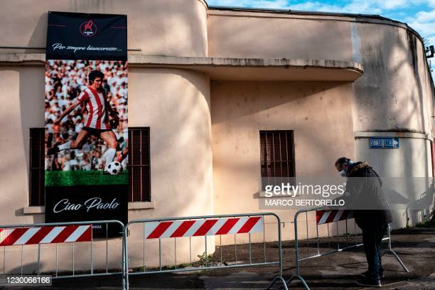 Man errect barriers before people queue to say a final farewell to former Italys football player Paolo Rossi as his coffin is on public display in...