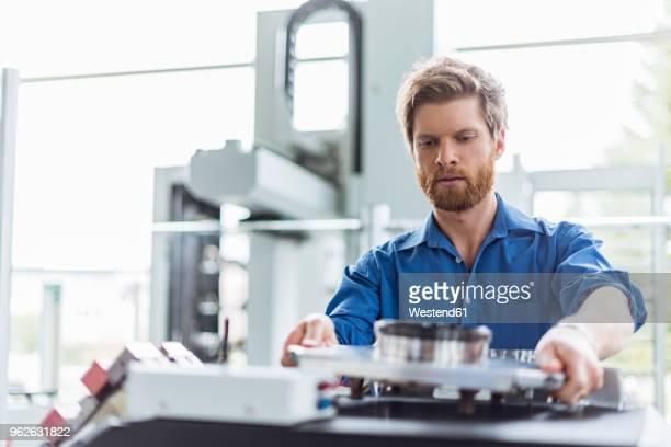 man examining product in company - ingenieur stock-fotos und bilder