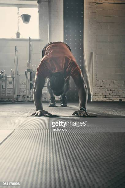 man exercising in gym - heshphoto stock pictures, royalty-free photos & images