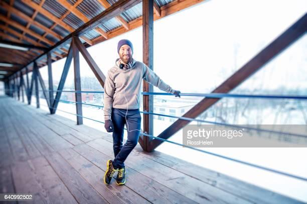 man exercising outdoors - white pants fotografías e imágenes de stock