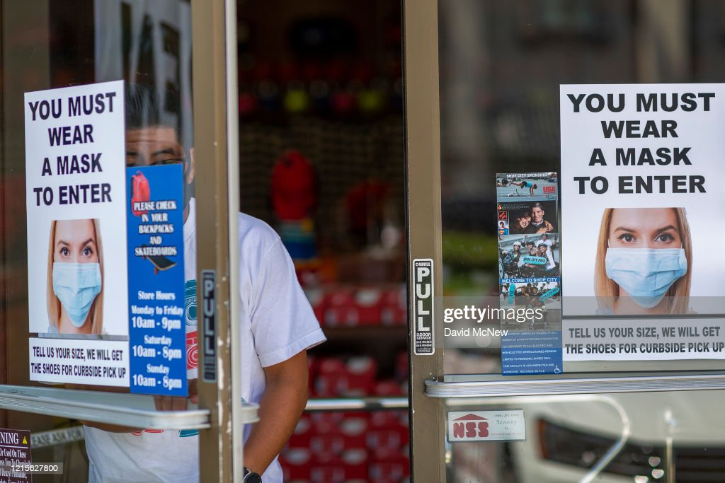 Los Angeles Stores Allowed To Open At Reduced Capacity : News Photo