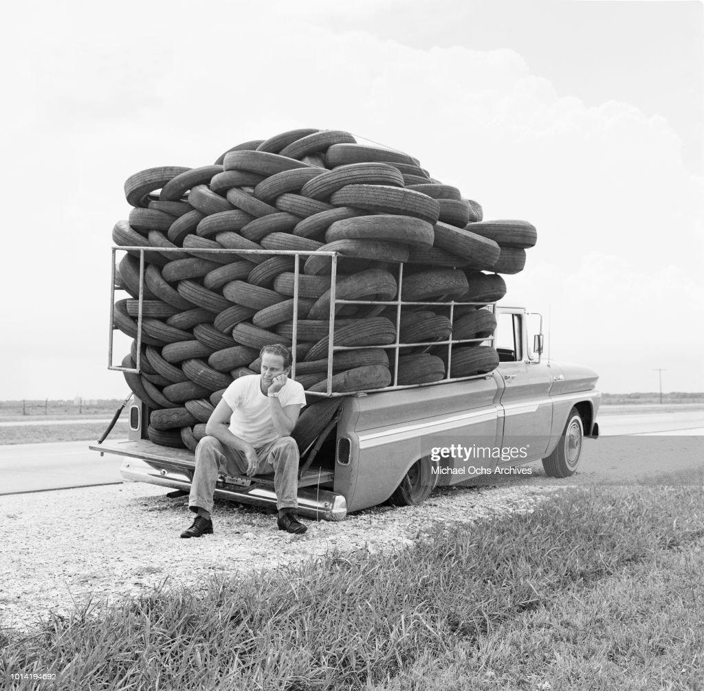 Flat Tire : News Photo