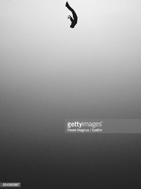 man falling from clear sky - falling stock pictures, royalty-free photos & images