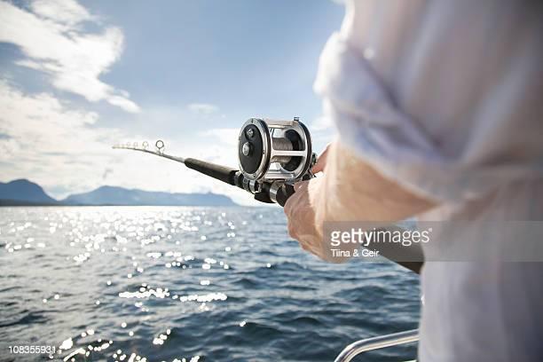 man fishing in sea - angeln stock-fotos und bilder