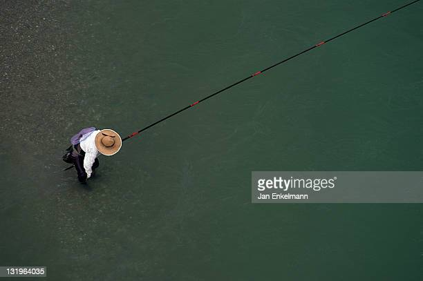 man fishing with his fishing rod - vale de iya - fotografias e filmes do acervo