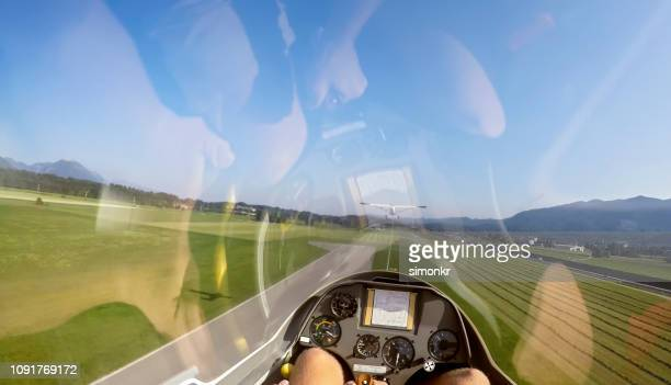 man flying glider airplane - parte inferior imagens e fotografias de stock