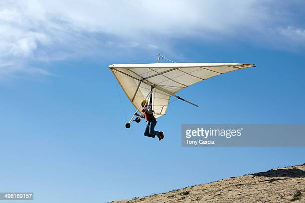 Man flying hang glider