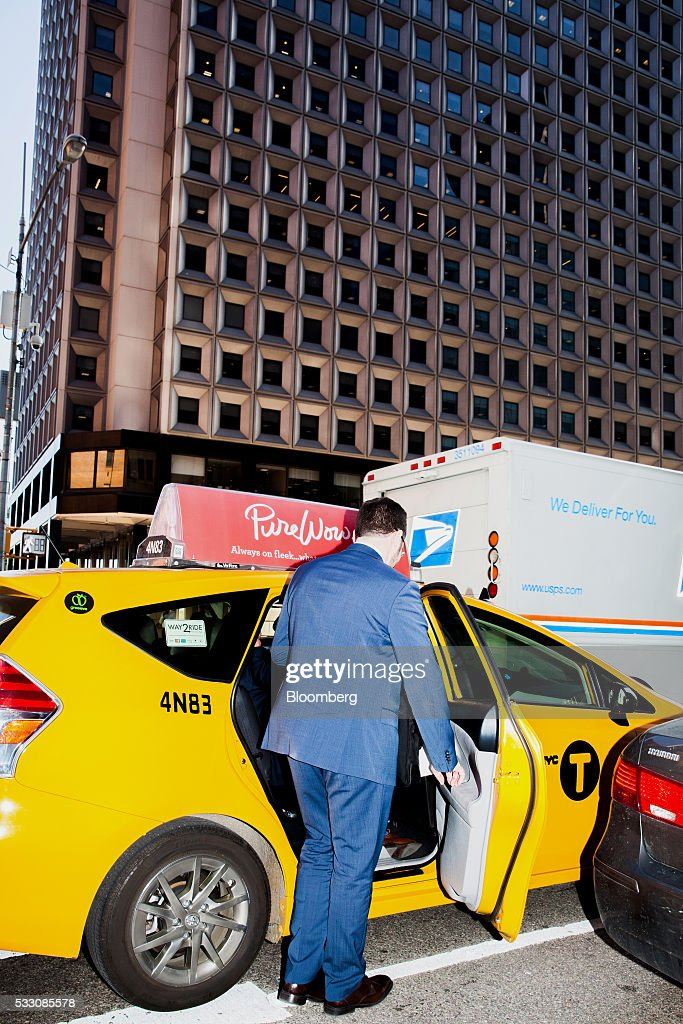 A man gets in a cab on Wall Street in New York, U.S., on Monday, April 18, 2016. U.S. stocks rose, with the S&P 500 bouncing from a seven-week low, led by a rally in technology shares amid ebbing anxiety over the potential for higher interest rates as early as next month. Photographer: David Williams/Bloomberg via Getty Images