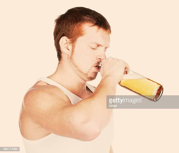Mann mit schrecklichen Probleme mit Alkohol