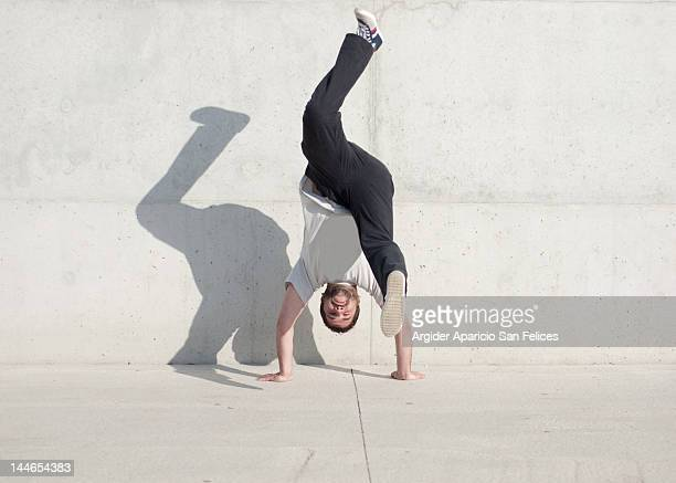 man head down leg down - handstand stock pictures, royalty-free photos & images