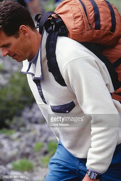 man hiking in mountains, close-up - fleecejas stockfoto's en -beelden