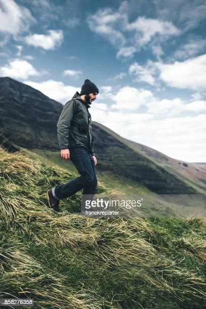 mannen vandring i peak district