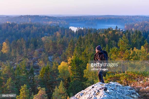 man hiking - dalsland - fotografias e filmes do acervo