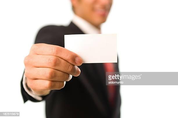 uomo che tiene un vuoto di carta di credito - biglietto da visita foto e immagini stock