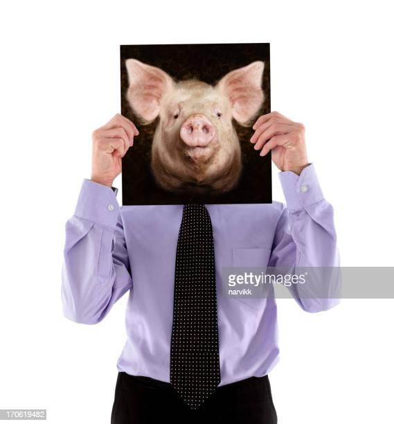 Mann hält ein Foto von Schwein's Head