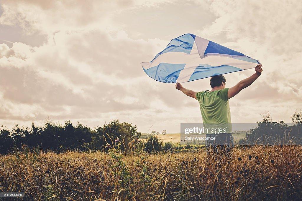 Man holding a Scottish flag : Stock-Foto