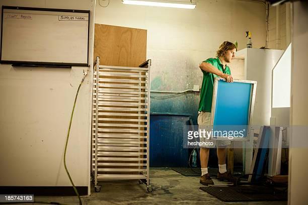 man holding frame in screen print workshop - heshphoto - fotografias e filmes do acervo