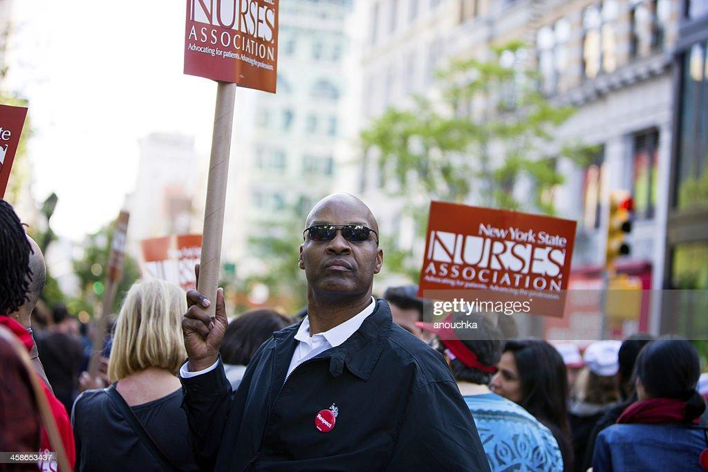 Man holding NY Nurses Association banner on Union Square : Stock Photo