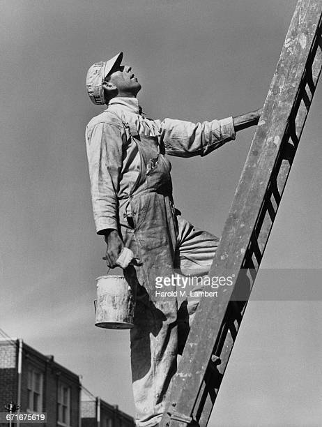 man holding paint can and climbing ladder - {{ collectponotification.cta }} foto e immagini stock