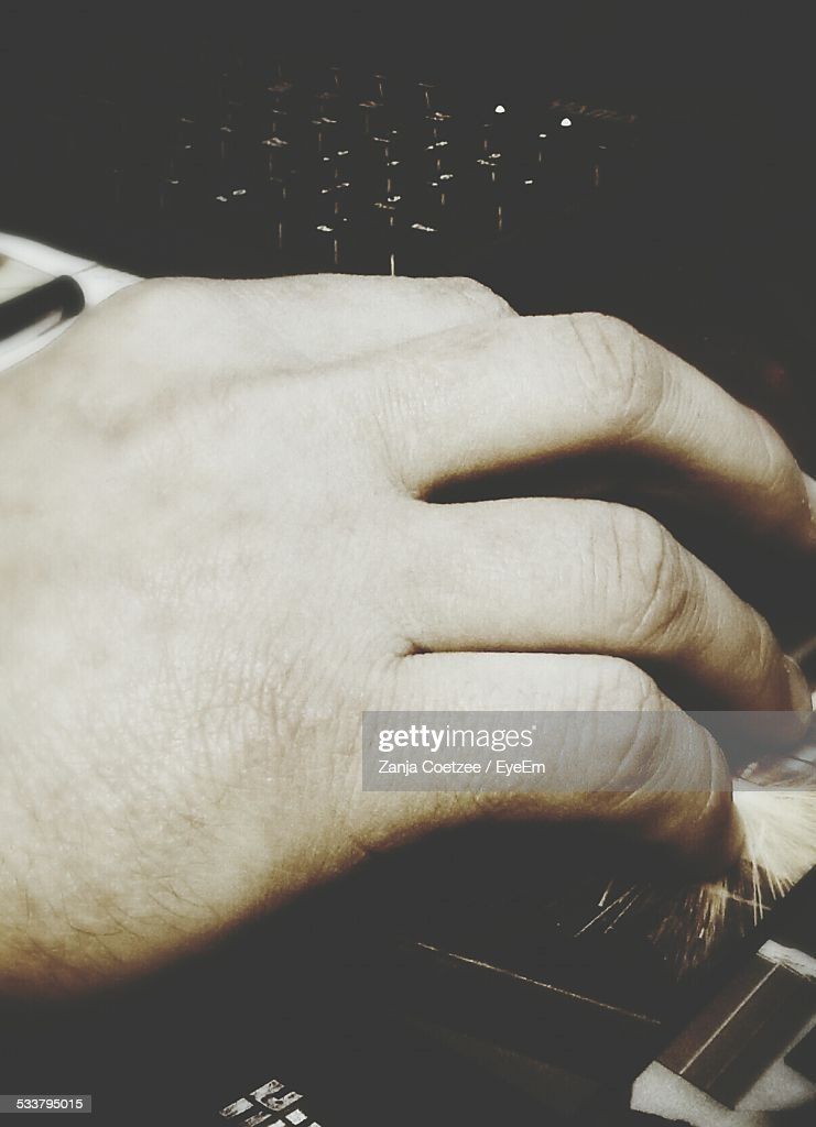 Man Holding Scroll Mouse : Foto stock