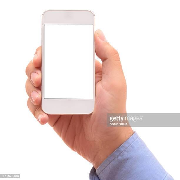 Homme tenant blanc téléphone intelligent à écran plat