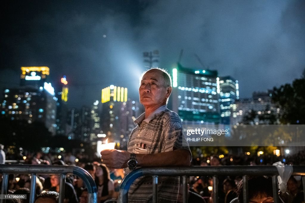 TOPSHOT-HONG KONG-CHINA-POLITICS-TIANANMEN-VIGIL : News Photo