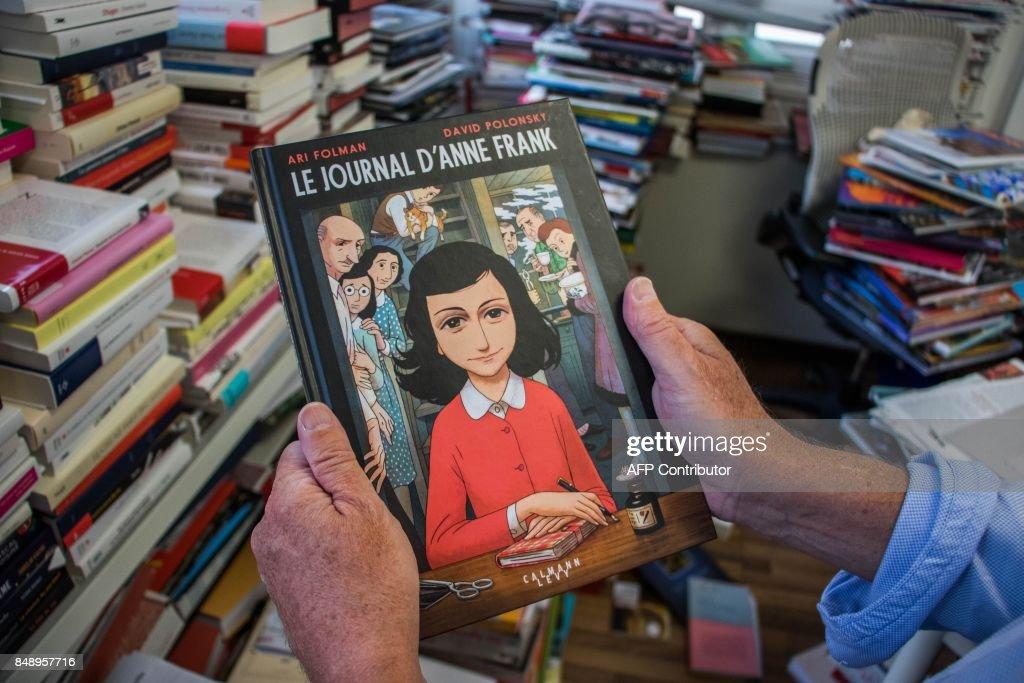 FRANCE-NETHERLANDS-GERMANY-HOLOCAUST-BOOKS-ANNE FRANK : News Photo
