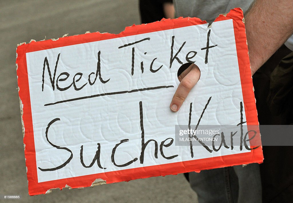 "A man holds a sign ""Need Ticket"" before : News Photo"