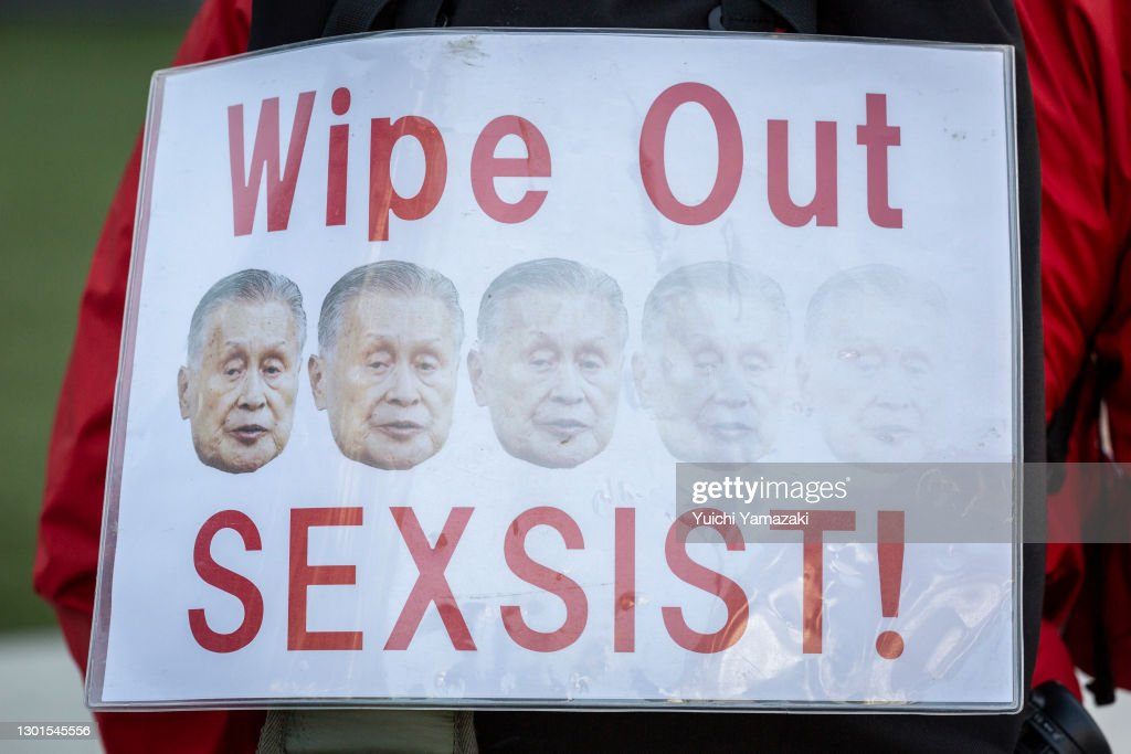 Protesters Gather Amid Reports That Tokyo Olympics Chief Will Resign Over Sexist Comments : ニュース写真