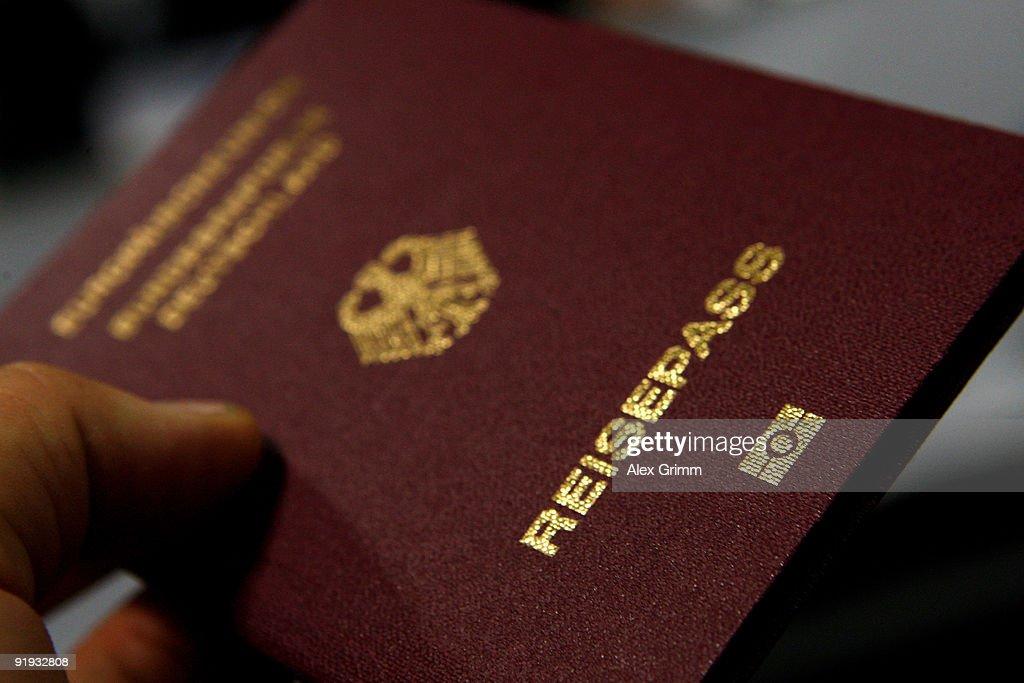 German Federal Police Test New Biometric Border Control : News Photo