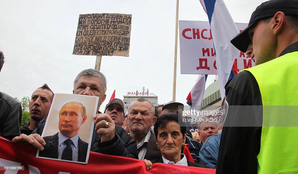 BOSNIA-SOCIAL-UNREST-SERBS-POLITICS-PROTEST : News Photo