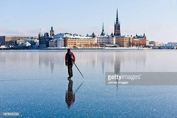 man ice skating - stockholm stock-fotos und bilder