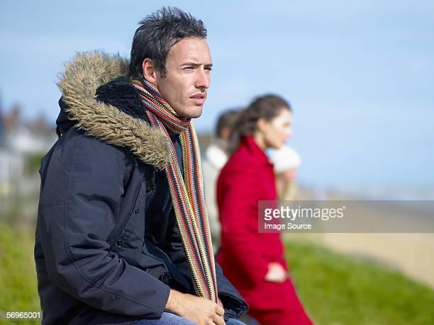 男性のコートとスカーフ - 毛皮の飾り ストックフォトと画像