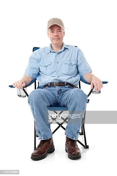Mann in einem Klappstuhl