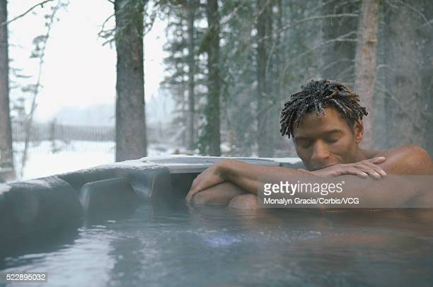 man in a hot tub - halbbekleidet stock-fotos und bilder