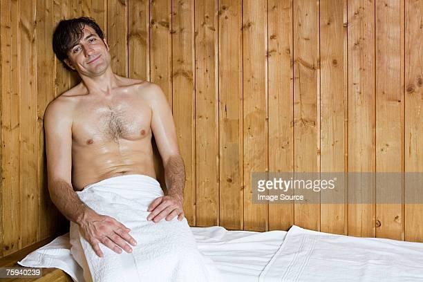 mann in der sauna - sauna stock-fotos und bilder