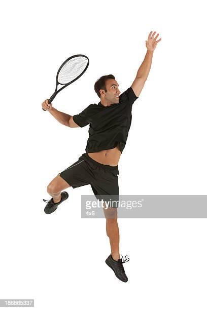 Mann in Aktion tennis