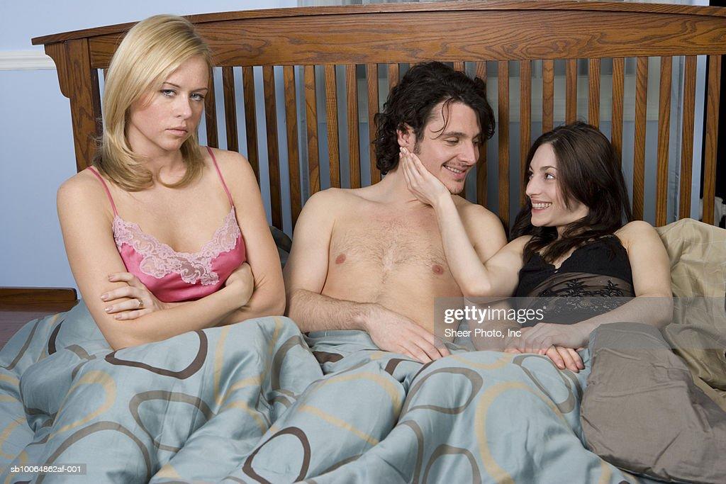 Надо муж смотрит секс жены видео